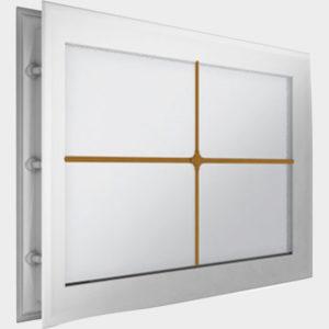 Окно акриловое 452 х 302, белое с раскладкой «крест» (арт. DH85627). Специальная конструкция обеспечивает плотное прилегание к полотну ворот, что защищает его от промерзания и теплопотери. Стилистическая вставка в форме креста. Окантовка белого цвета.