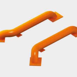 Направляющие для колес предназначены для обеспечения быстрой и точной парковки автомобиля в доке, а также предотвращения повреждения герметизаторов и стен здания. Направляющие разработаны таким образом, чтобы свести к минимуму возможный контакт с ободом колеса автомобиля. Они представляют собой стальные трубы диаметром 159 мм с отводами для крепления и устанавливаются на площадке перед доком двумя способами — на анкерных болтах и с помощью бетонирования.