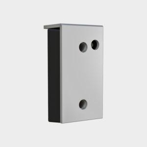 Артикул «BRSP(16)465х250х165S». Построен на базе бампера 450 x 250 x 100 мм. Бампер 465 х 250 х 165 мм (внешние размеры) со стальной рабочей накладкой толщиной 16 мм и датчиком парковки. Состоит из амортизирующего по всей поверхности наполнителя (резинового бампера 450 x 250 x 100 мм), закрытого прочной внешней стальной пластиной и дачка парковки, который обеспечивает безопасную пристыковку грузового автомобиля. Используется в системе с парковочным радаром. Установочные размеры смотрите в разделе «Чертежи»